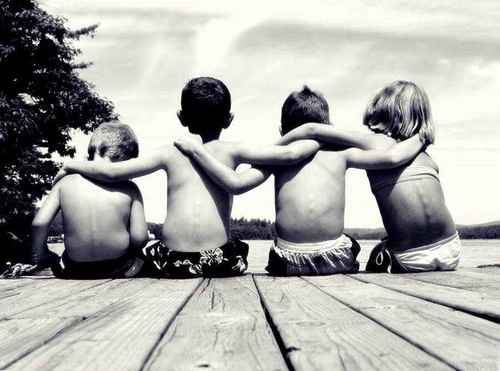 Resultado de imagem para amizade fotos preto e branco
